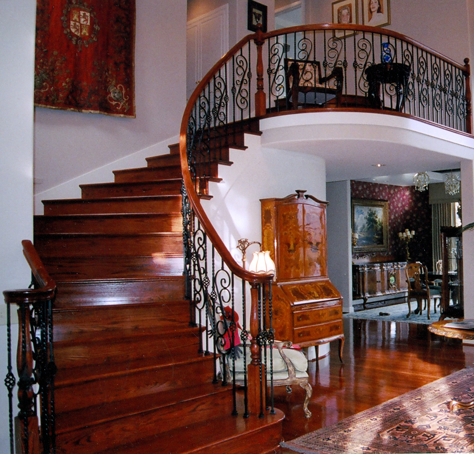 Attractive Hardwood Staircase
